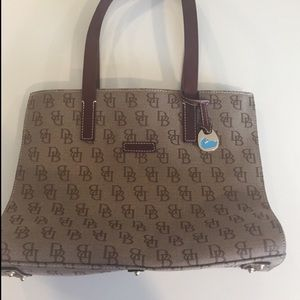 Vintage Dooney & Bourke signature  shoulder bag